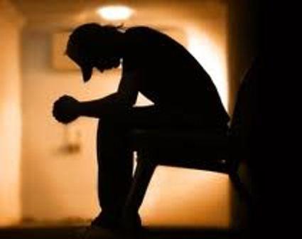 Médico fala de depressão relacionada ao ambiente de trabalho.